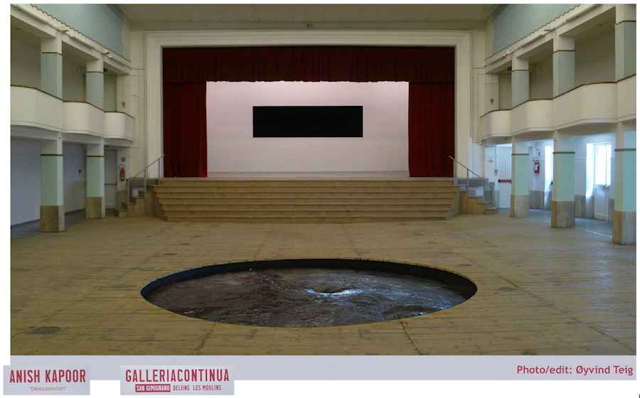 Descension by Anish Kapoor at GalleriaContinua in San Gimignano, with cinema and black rectangle